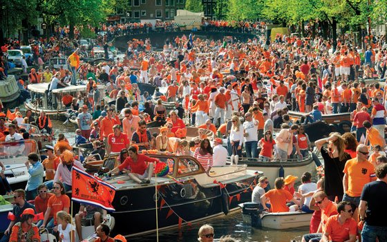 Kingsday Amsterdam Canal pic